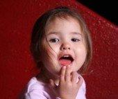 Почему появляется молочница во рту у ребенка, как она развивается?